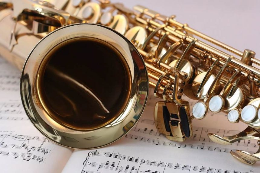 bendovi za svadbe-saksofon